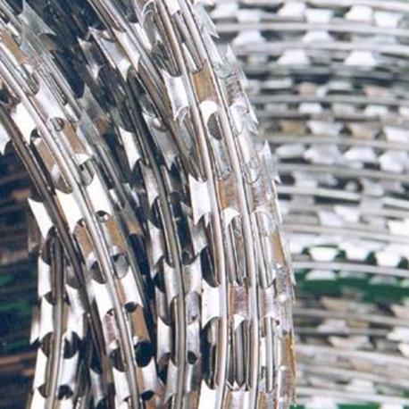 Žiletkový ostnatý drát 700 mm, délka 10 m